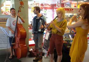 Strassenmusik zum Welthumanistentag 2012 in Bern